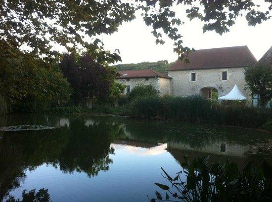 Chateau Chapeau Cornu : Le parc et sa pièce d'eau