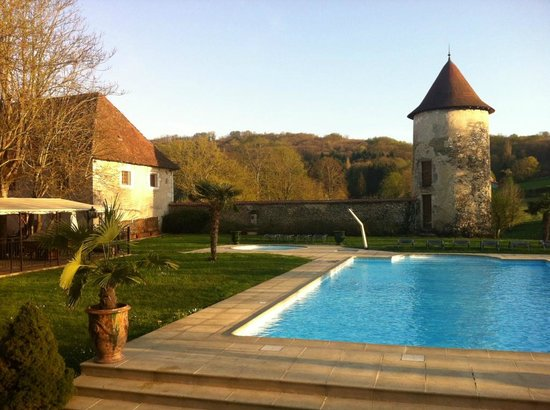 Chateau Chapeau Cornu : La piscine