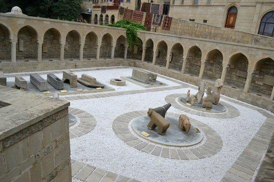 Baku, Azerbaijan: Караван сарай