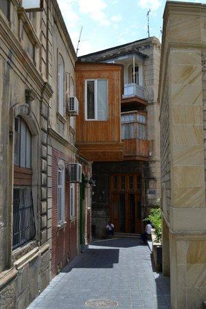 Baku, Azerbaijan: Улочка старого города