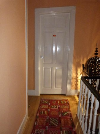 Porto Riad Guest House : Not quite straight