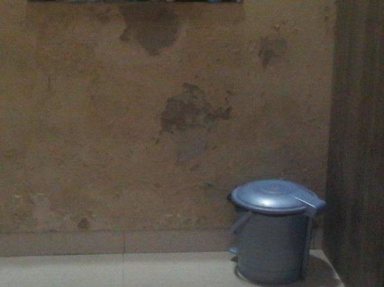 Hotel Galaxy Avenue: plaster condition