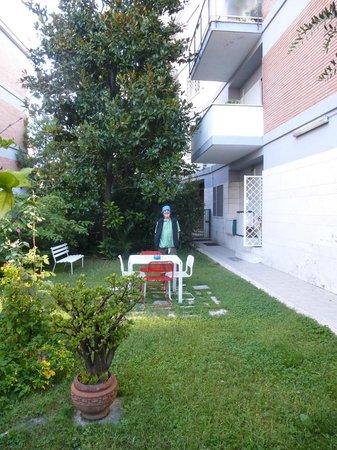 Il Giardino Casamari B&B: front yard of Il Giardino Casamari