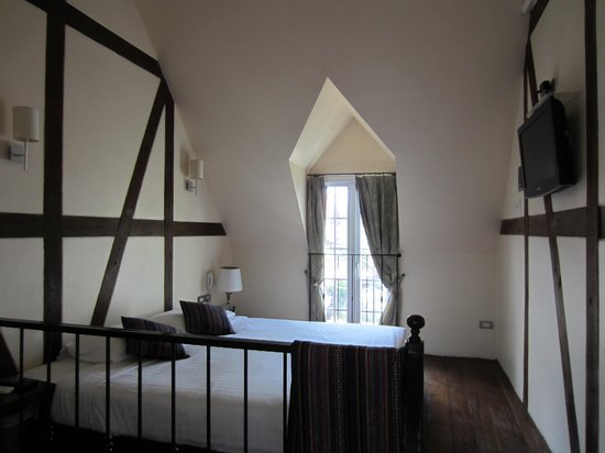 Charcoa Bed and Breakfast: Honeymoon Room