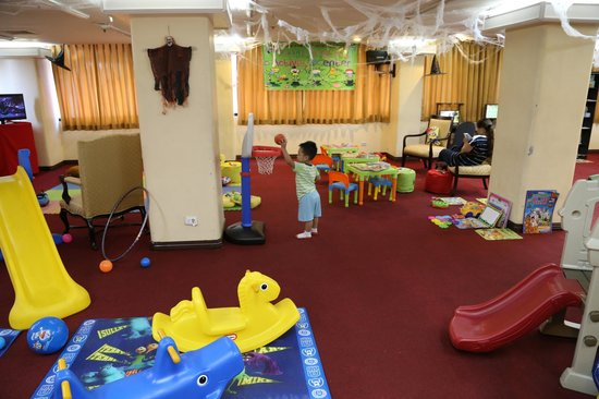 Bayview Park Hotel Manila : Children's Play Area - decorated for Halloween