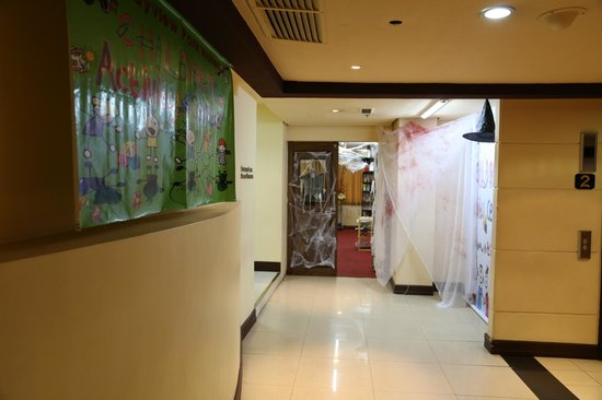Bayview Park Hotel Manila: Children's Play Area - decorated for Halloween