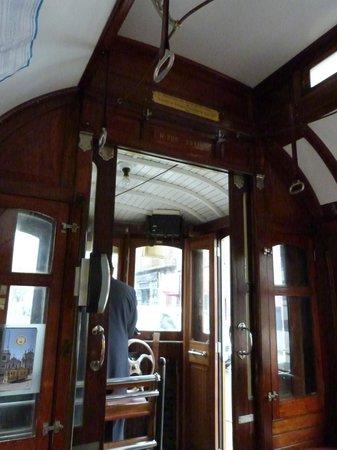 Porto Tram: Control cab at each end