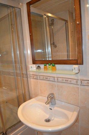 Laleli Gonen Hotel: ванна