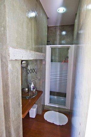 Travellers House - Studios: ванная комната