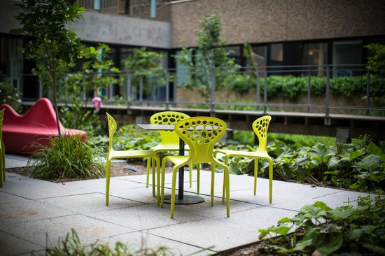 le patio où il est possible d y déjeuner le midi photo de insula