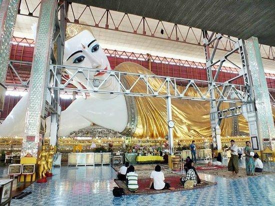 Chaukhtatgyi Buddha : The giant recyclining buddha ,beautiful