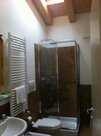 Al Piccolo Clarin: geräumiges Badezimmer unserer Freunde