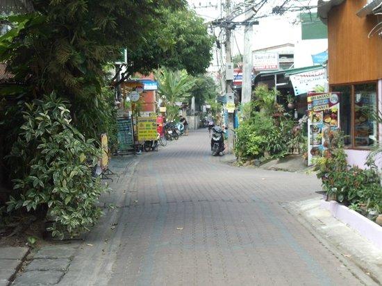 Yindee Stylish Guesthouse : road outside
