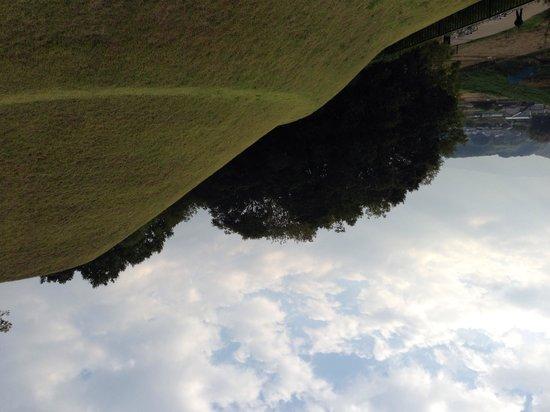Takamatsuzuka Tomb: 芝生で覆われています
