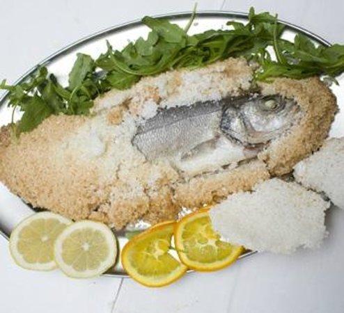 Isola Bella - Ristorante Pizzeria Gelateria: Frischer Frisch in Salzkruste
