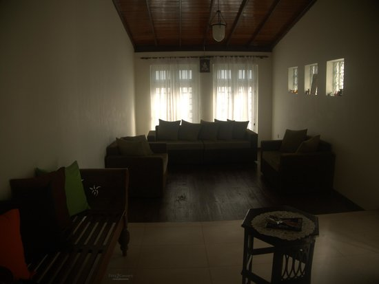 Hanthana Holiday Rooms: Chill out living room.