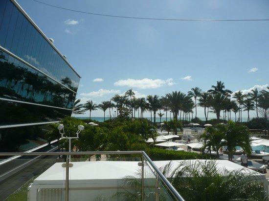 Vu de l 39 hotel picture of fontainebleau miami beach - Hotel fontainebleau piscine ...