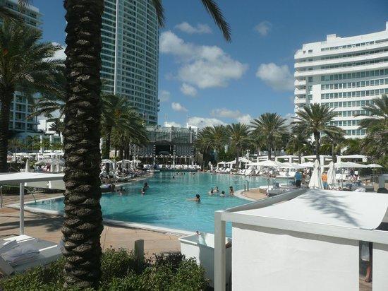 Vu de l 39 hotel photo de fontainebleau miami beach miami for Piscine fontainebleau