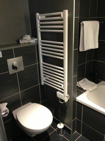 City Lofthotel Saint-Etienne : Salle de bains / coin WC