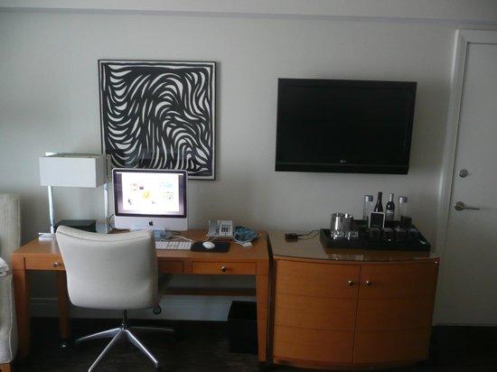 Fontainebleau Miami Beach : le bureau avec le Mac