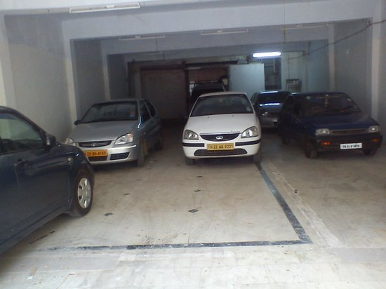 Alam Corporate Residency: CAR PARKING
