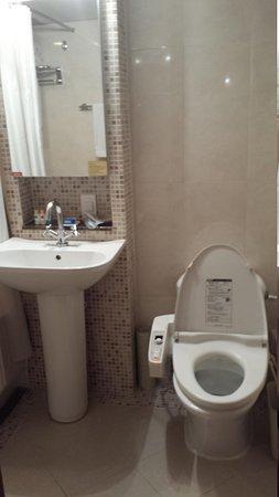 Rivjera : ウォシュレット付きトイレです。