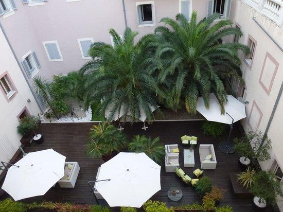 Hotel Beau Rivage: Внутренний двор