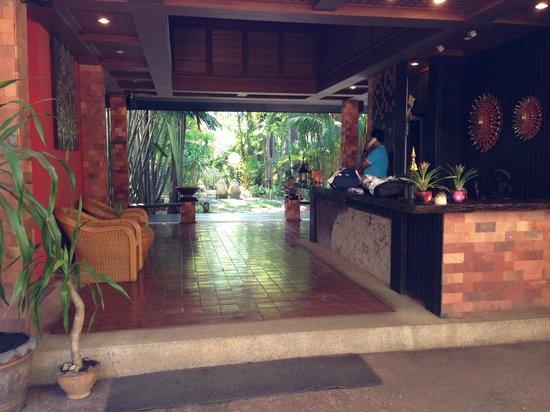The Cliff Ao Nang Resort : Reception area