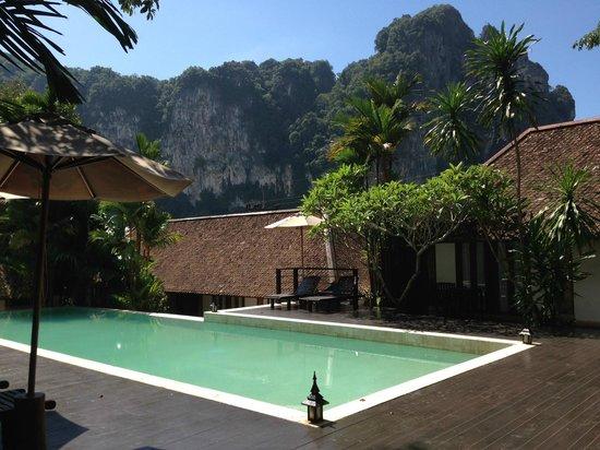 The Cliff Ao Nang Resort : Pool area