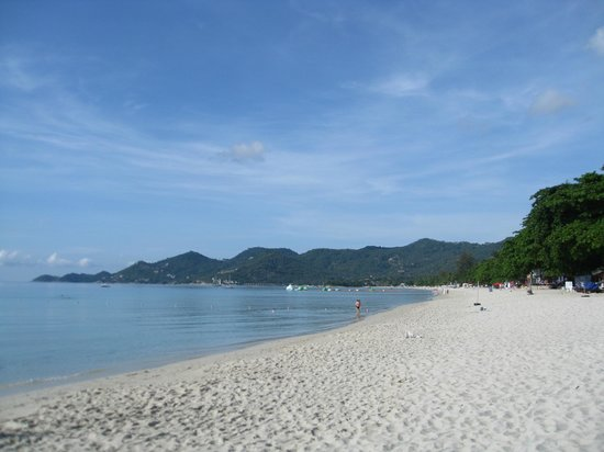 Chaweng Buri Resort: Beach. Left side.