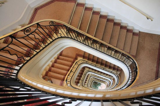 Hôtel Barrière L'Hermitage La Baule : escalier