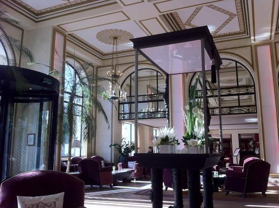 Hall picture of hotel barriere l 39 hermitage la baule la for Hotels la baule