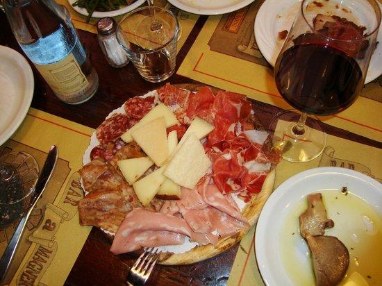 Tamburini : küçük (!) peynir ve et tabağı