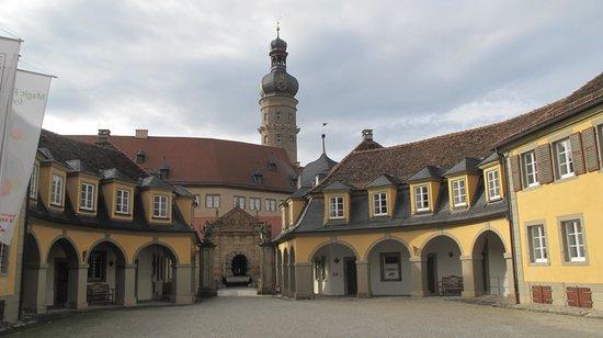 Schloss Weikersheim: Şehir meydanından