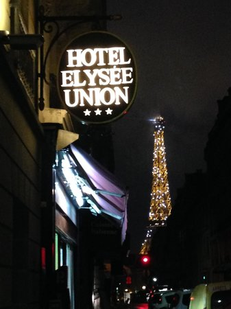 Hotel Elysees Union: view from the front entrance under the twinkling tower lights