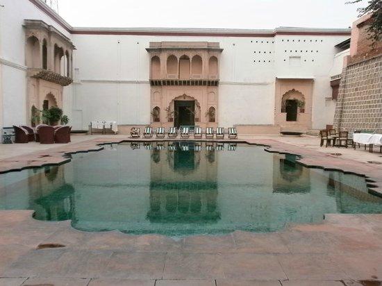 Rao Raj Vilas: Pool
