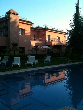 Villa des Trois Golfs: La piscine le matin
