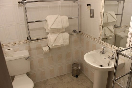 Castle Hotel: Heated towel bar