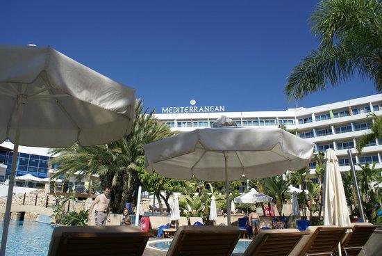 Mediterranean Beach Hotel: het zwembad