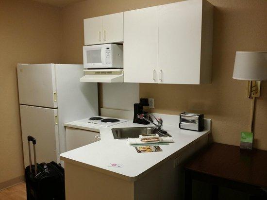 Extended Stay America - Pensacola - University Mall: kitchen