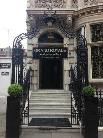 Grand Royale London Hyde Park: Вход в отель