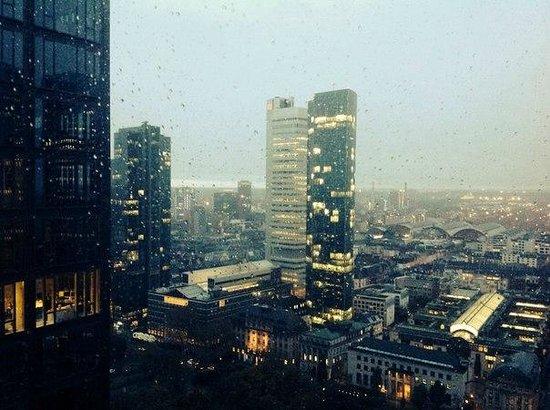 Innside by Meliá Frankfurt Eurotheum: вид из нашего номера на 27 этаже