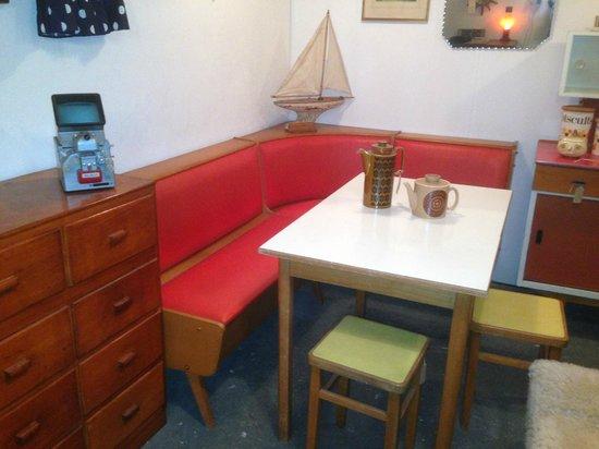 Vintage Warehouse13: Stunning 1950's Corner Unit &B Formica Table