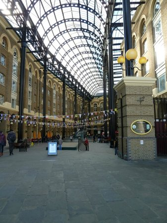 The entrance to Hay's Galleria