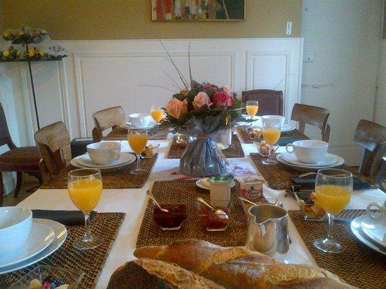 La Maison Duchevreuil: Petit...non...grand déjeuner!!