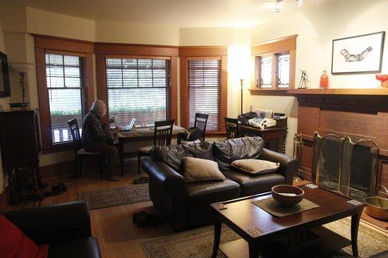 Kitsilano Suites: living room, suite 101