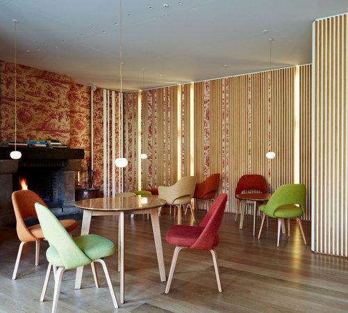 Salon de la chimenea para tomar cafe despues de comer