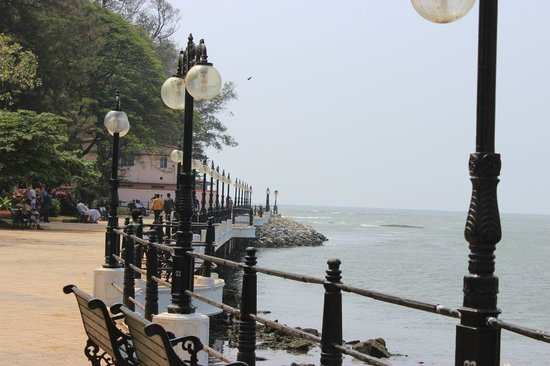 Thalassery, Indie: Walk....