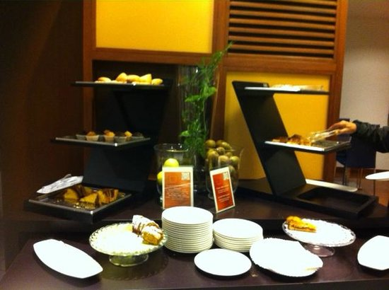 Novotel Milano Malpensa Airport : Hurry because this is all what's left and no one of the staff sees it...