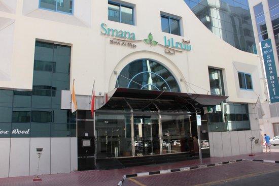 Smana Hotel Al Riqa: главный вход